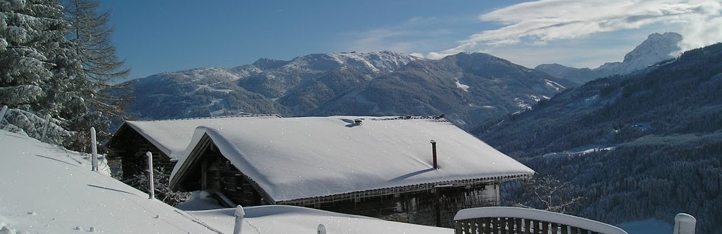 Berge im Schnee versenkt