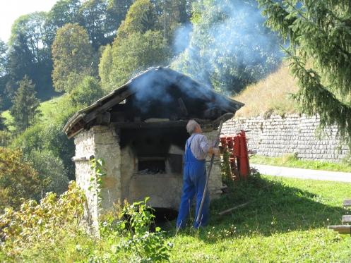 Holzbackofen am Bauernhof